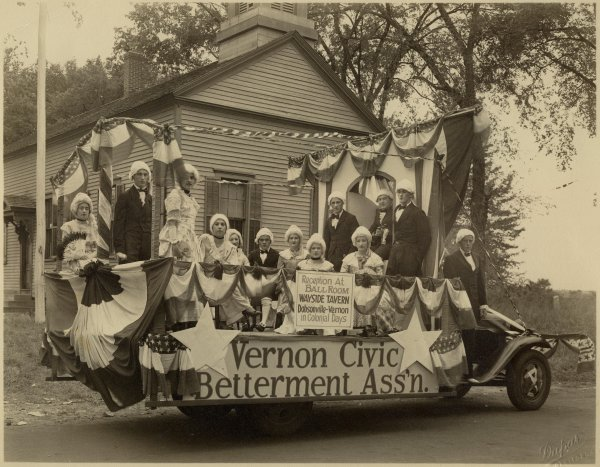 Parade Float in front of the Dobsonville Schoolhouse